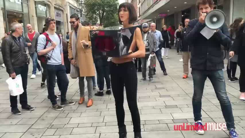 Mirror Box Performance By Milo Moiré Censored Düsseldorf