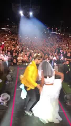 Camila, la fan de Maluma 3