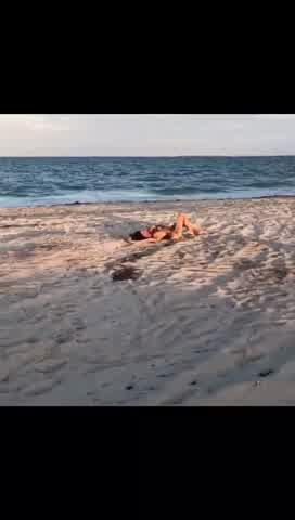 Pampita en la Playa