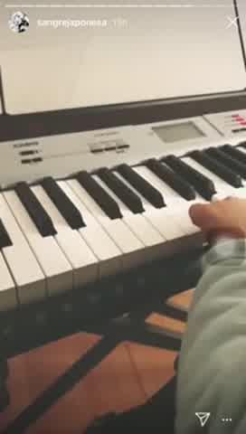 Rufina Cabré está aprendiendo a tocar el piano con la China
