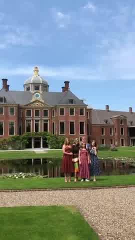 Máxima de Holanda y el posado tradicional II, 2019