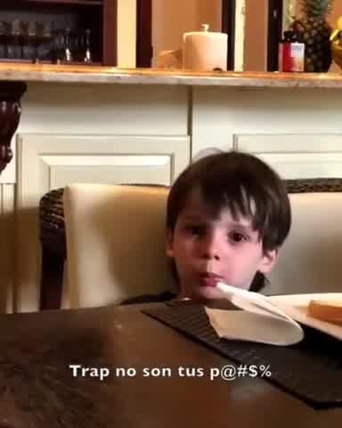 Lolo Tinelli cantando trap