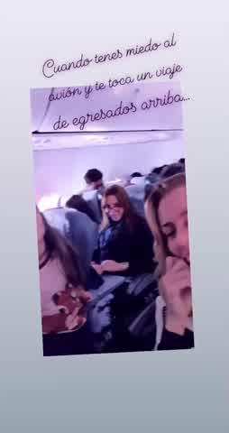 El mal momento de Nicole Neumann en un avión