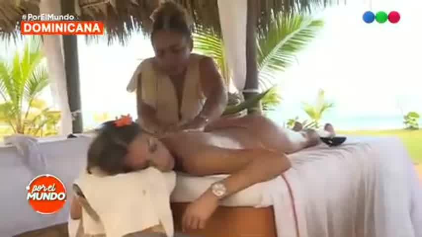 El destape de Noelia Marzol en Por el mundo: masajes y lomazo