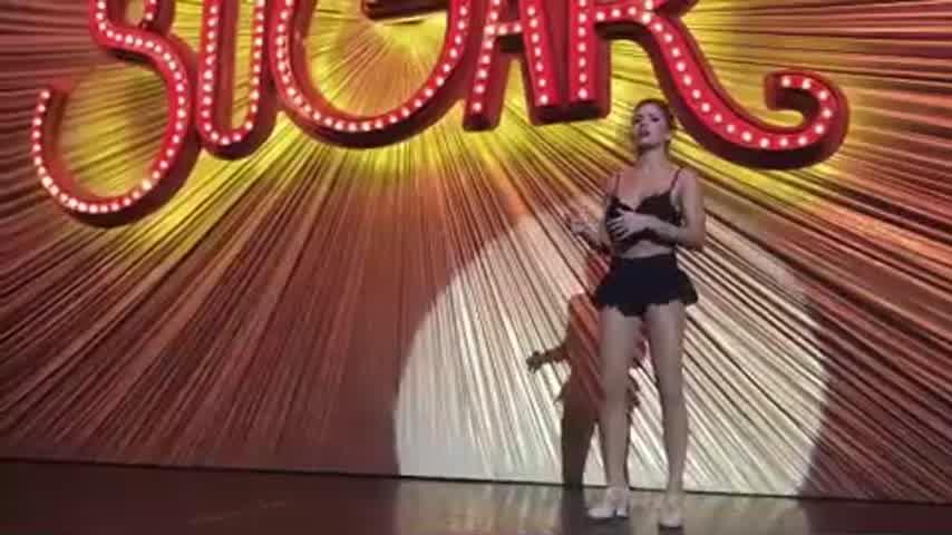 Laurita Fernández bailando
