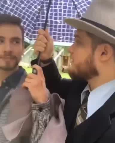 Toto Suar a los besos con Albert Baró
