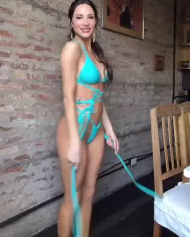 Magui Bravi en bikini turquesa