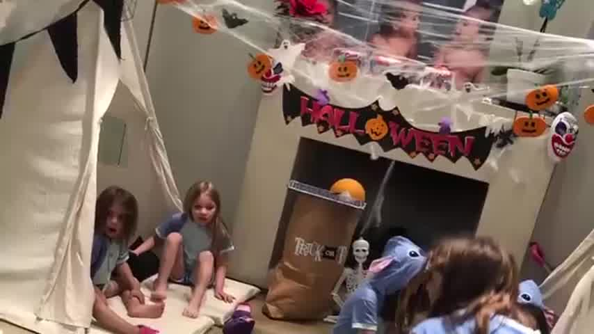 Pijama party de las hijas de Cinthia Fernández