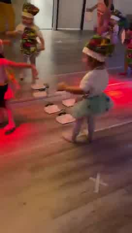 Floppy Tesouro y Moorea bailando