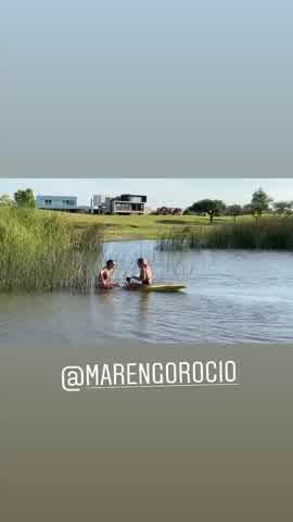 El bloopler de Mica Viciconte y Rocío Marengo mientras practicaban deportes acuáticos