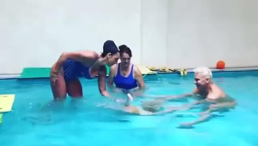 Dionisio en clase de natacion
