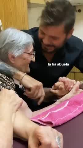 Tinelli con su tia abuela
