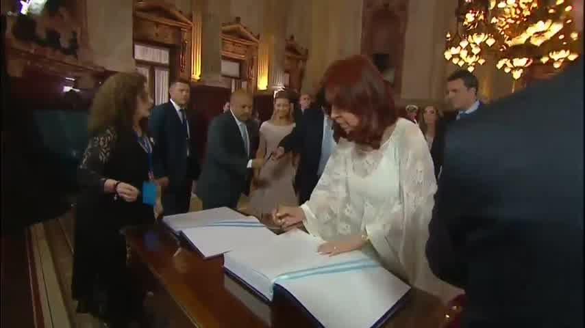 Fabiola impactó con su look en la Asunción de Fernández