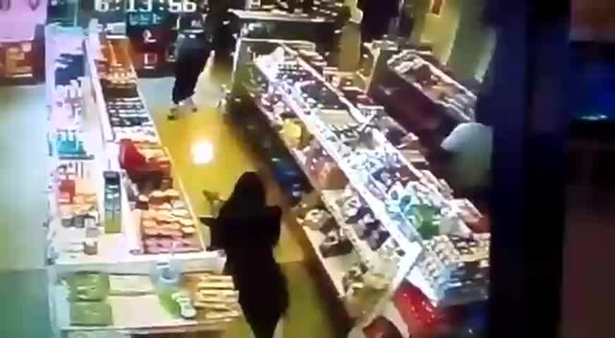 """Jimena Barón perreando entre \""""las papas\"""""""