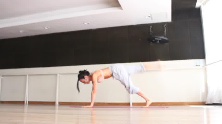 Milagros Campaña para Caras Fitness, rutina de planchas