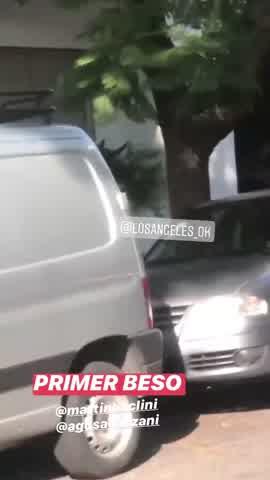 VIDEO | Martín Baclini y Agustina Agazzani, a los besos en la calle