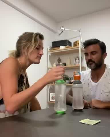 Fabián Cubero hace bromas pesadas a Mica Viciconte durante la cuerentena