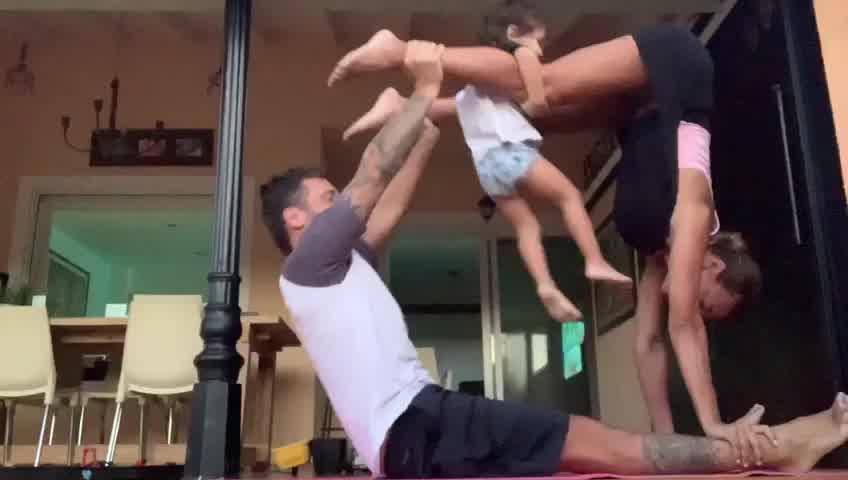 Así se entrenan Gustavo Conti y Ximena Capristo junto a su hijo