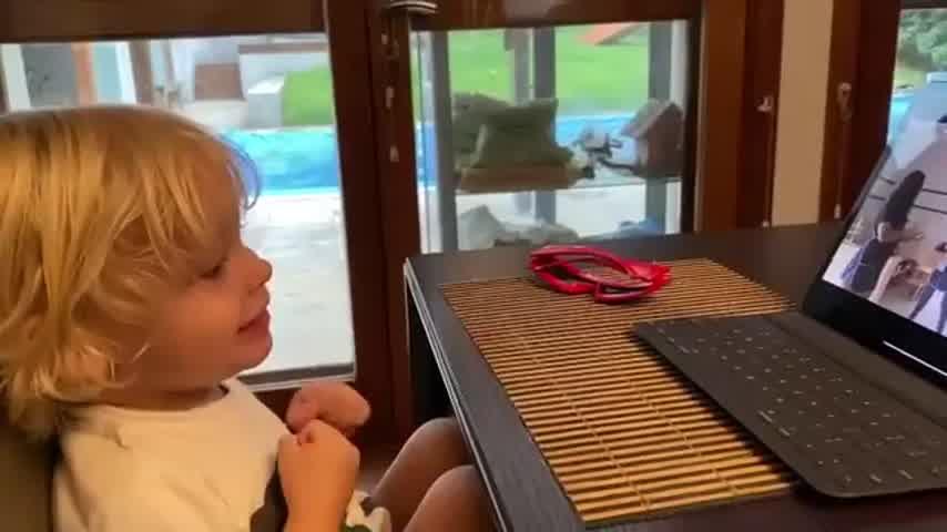 Marley mostró cómo Mirko aprende alemán con canciones infantiles