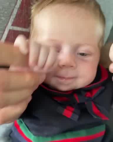 VIDEO   Enrique Iglesias y Anna Kournikova presentaron a Mary, su beba de dos meses
