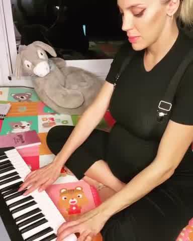 Virginia Gallardo compuso su propio tema del coronavirus
