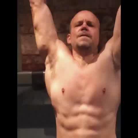El entrenamiento de René Pérez para ser como Ricky Martin