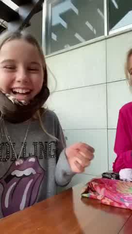 Valeria Mazza y Taína Gravier enseñan a hacer barbijos caseros en casa