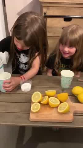 Las hijas de Wanda Nara te enseñan cómo preparar limonada casera