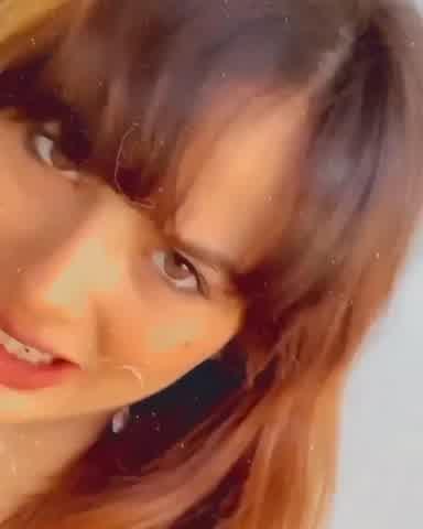 Flor Vigna quiso imitar a una actriz internacional y se cortó el pelo en su casa