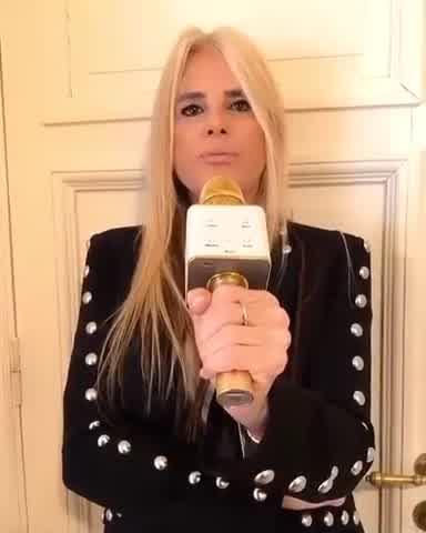 Mecha Sarrabayrouse imitó a Susana Giménez y recordó el escándalo del cenicero