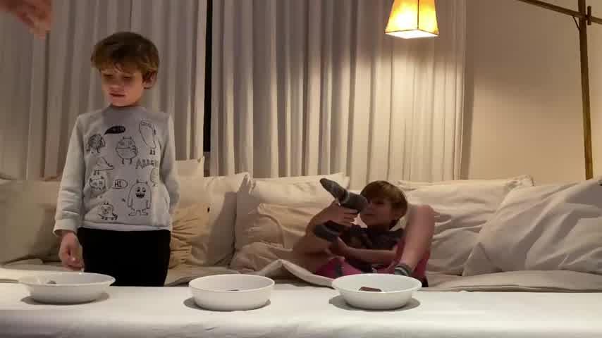 A lo Kylie Jenner, Pampita desafió a sus hijos con una prueba de obediencia