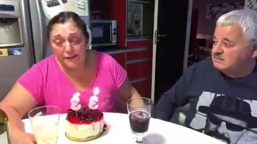 El desgarrador video de Tití Fernández y su esposa soplando las velitas por su hija fallecida