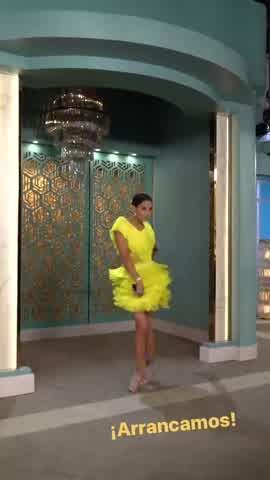 """Juana Viale encandiló la pantalla vestida de fluo para \""""Almorzando con Mirtha\"""""""
