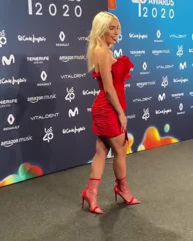 """Los 40 Music Awards: el look \""""total red\"""" de Lali Espósito"""