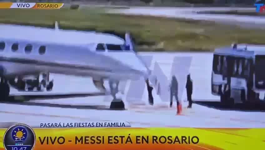 Así llegaban Leo Messi, Antonella Rocuzzo y sus hijos a la Argentina