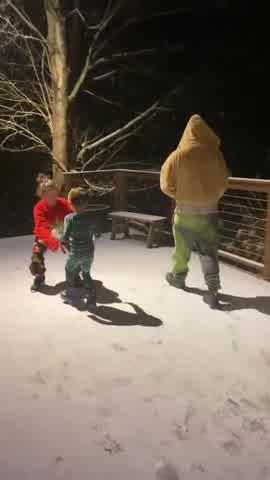 La intimidad de las vacaciones de Stefi Roitman y la familia Montaner en la nieve