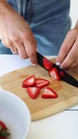 Tefi Russo enseña hacer crepes con pasta de avellanas y frutillas para el postre