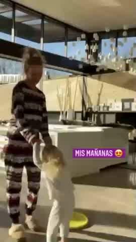 Luisana Lopilato mostró la divertida rutina que tiene con su hija Vida en las mañanas