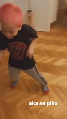 Jimena Barón compartió un divertido video de Momo bailando