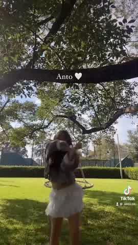 "Al ritmo de Tini Stoessel, Juliana Awada compartió el \""challege\"" viral de Antonia Macri"