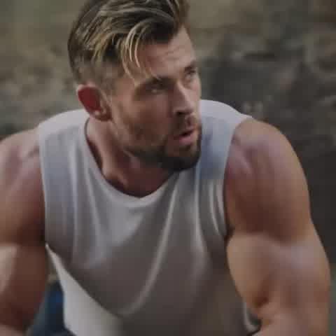 """El look \""""músculo\"""" y melena\"""" que Chris Hemsworth lucirá en \""""Thor: love and thunder\"""""""