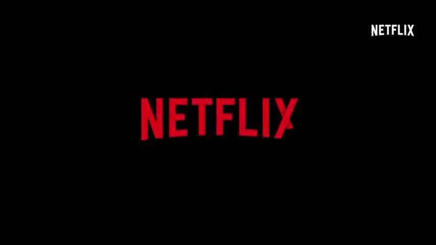 Así es Adam Demos, el galán de la nueva y explícita serie de Netflix