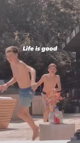 Ricky Martin subió un video de sus hijos mayores y mostró parte de su lujoso jardín
