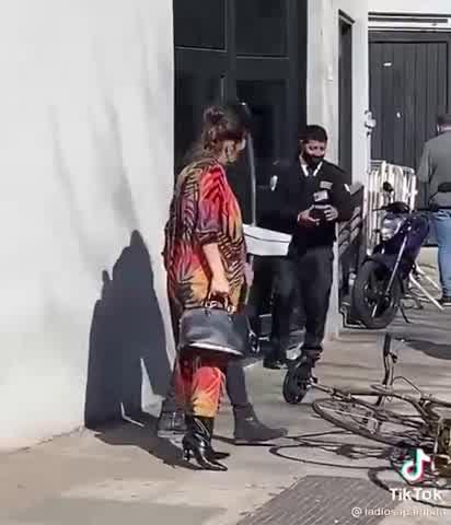 Pampita confirmó que va a trabajar hasta que empiecen las contracciones