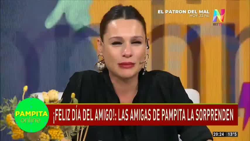 El llanto de Pampita tras recibir un saludo muy especial de sus amigas