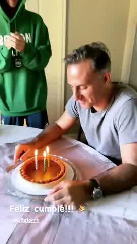 Así fue el íntimo festejo de cumpleaños de Diego Latorre filmado por Yanina