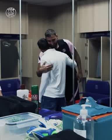 Abrazo y charla: Así fue el encuentro de Lionel Messi con Mauro Icardi en los entrenamientos del PSG