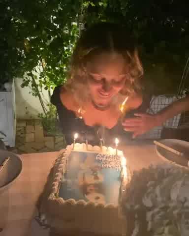 A Nicole Richie se le prendió fuego el pelo en su cumpleaños 40