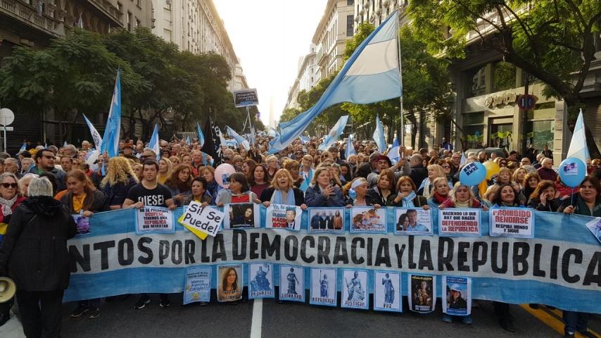 #24A | El análisis de Edi Zunino desde Plaza de Mayo para Radio Perfil