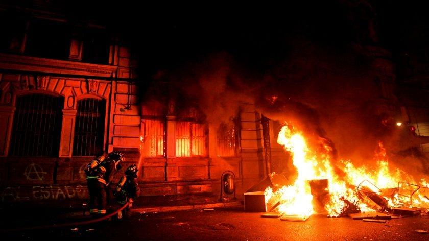 """Chile: ¿Por qué explotó el país de la """"economía ejemplar""""?"""